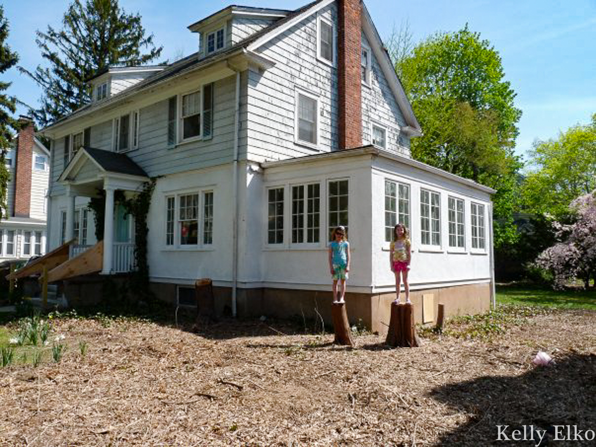 Before old home renovation - wait until you see the stunning after kellyelko.com #oldhome #oldhouse #homereno #housereno #renovation #farmhouse #houseexterior #housebefore #fixerupper