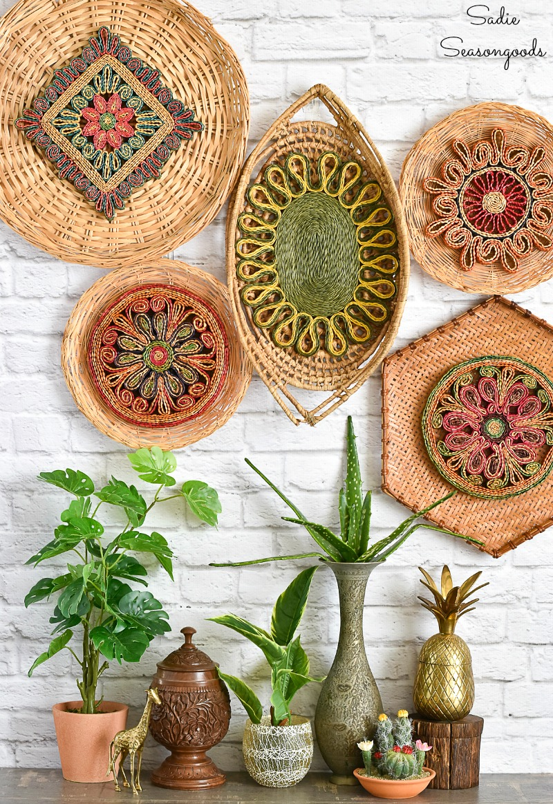 Love this colorful basket wall using thrift store baskets and trivets #baskets #basketwall #basketgallerywall #gallerywall #diyart #thrifteddecor thrifted #bohodecor