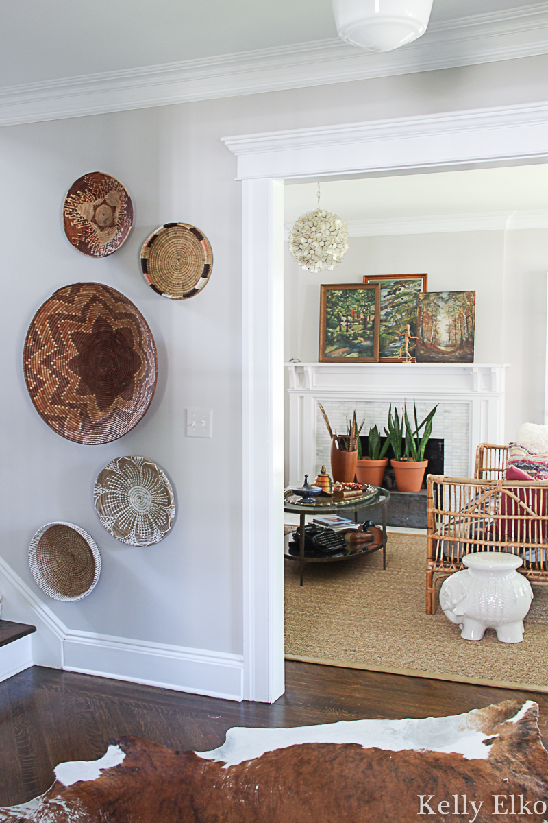 Love this beautiful neutral basket gallery wall that adds so much texture and interest to this blank wall kellyelko.com #baskets #basketwall #basketgallerywall #gallerywall #bohodecor #diyart #thrifteddecor #eclecticdecor #farmhousedecor #falldecor