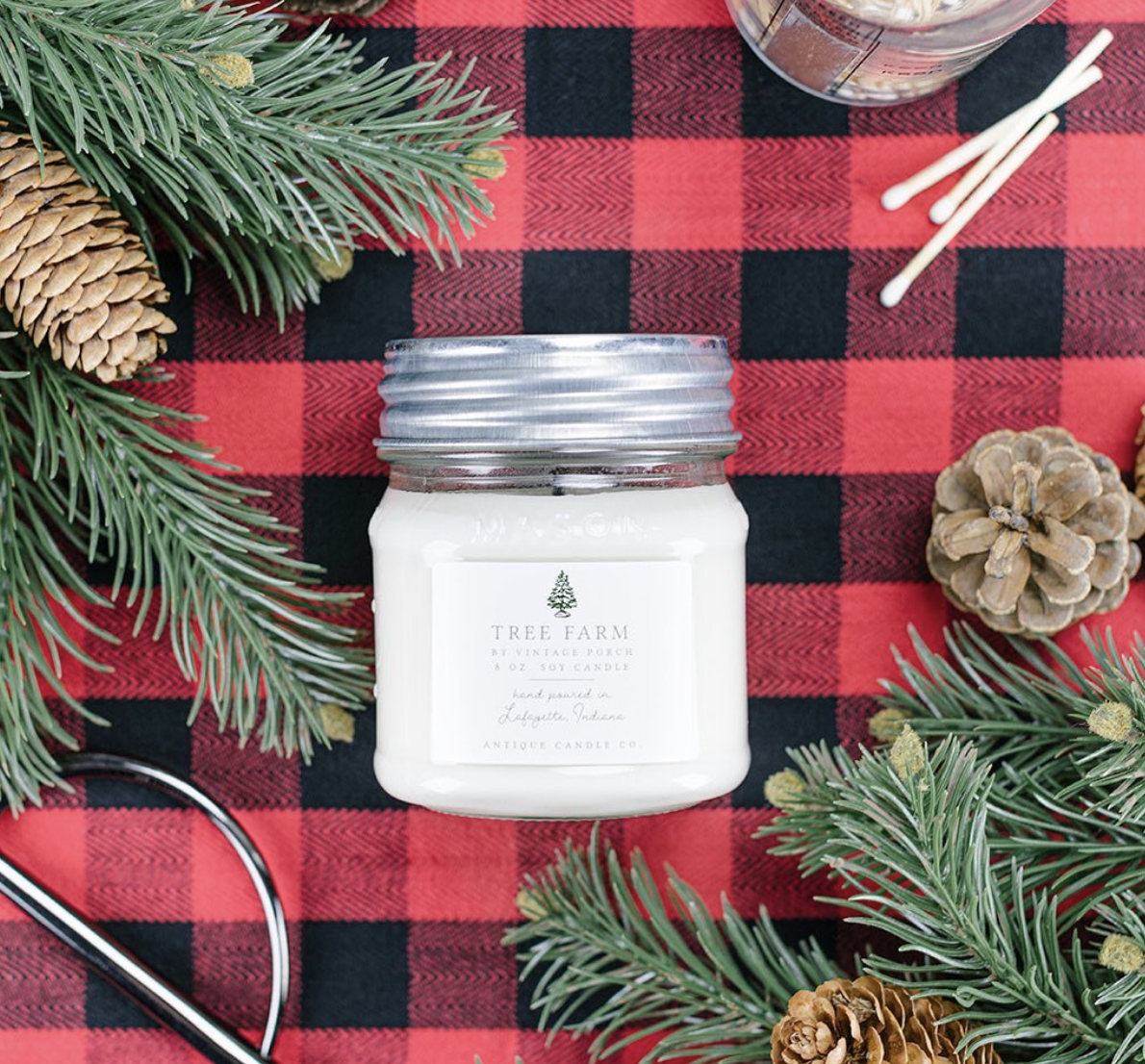 Tree Farm Candle smells just like a freshly cut Christmas tree kellyelko.com #candles #christmas #christmasgifts #giftguide #giftsforher