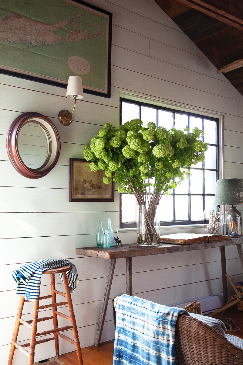 Stunning and dramatic bouquet of hydrangeas in this charming coastal cottage kellyelko.com
