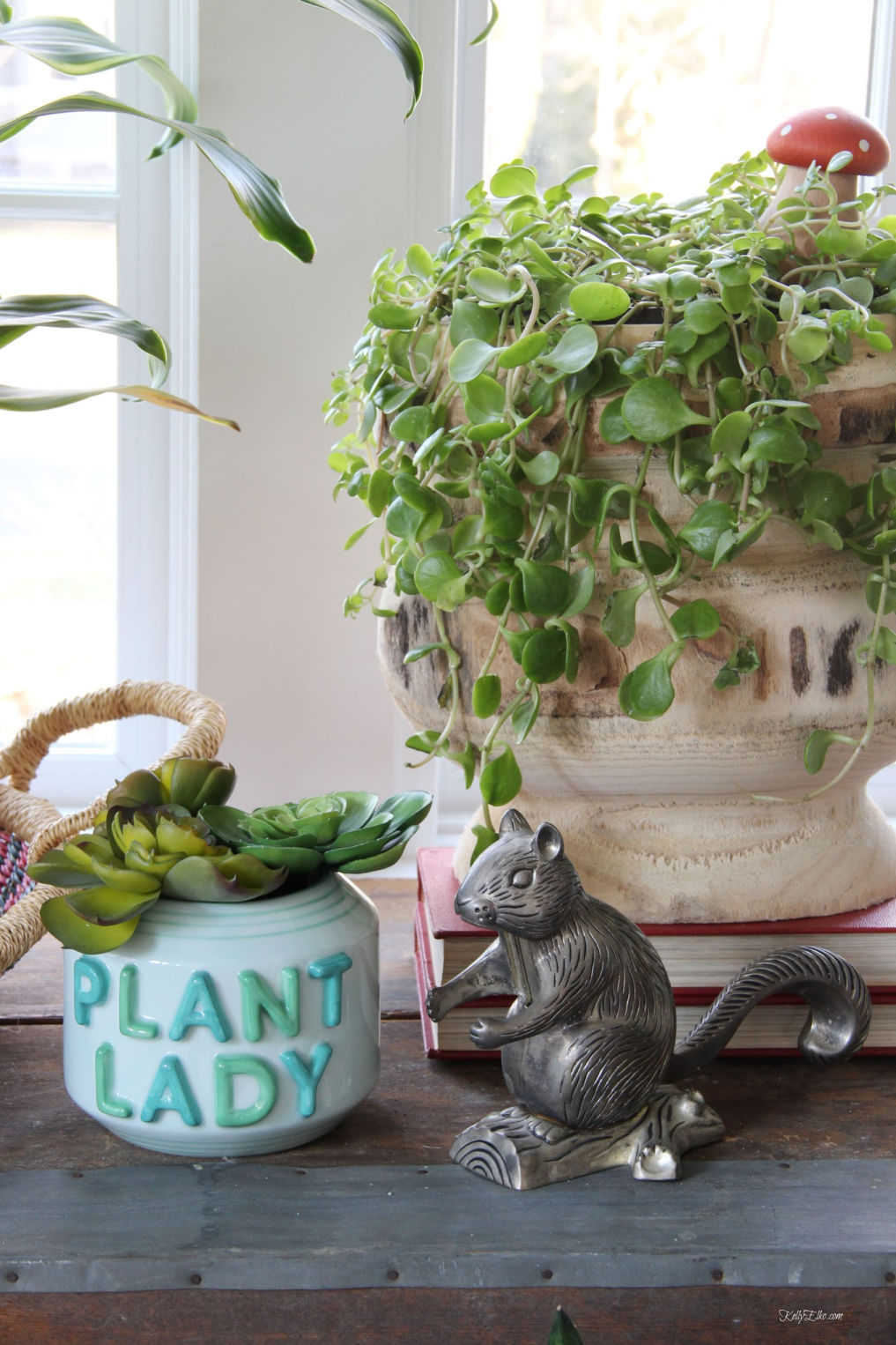 Calling all plant ladies! You need this cute plant lady planter kellyelko.com #planter #plants #houseplants #succulents #tipsandtricks #jungalow