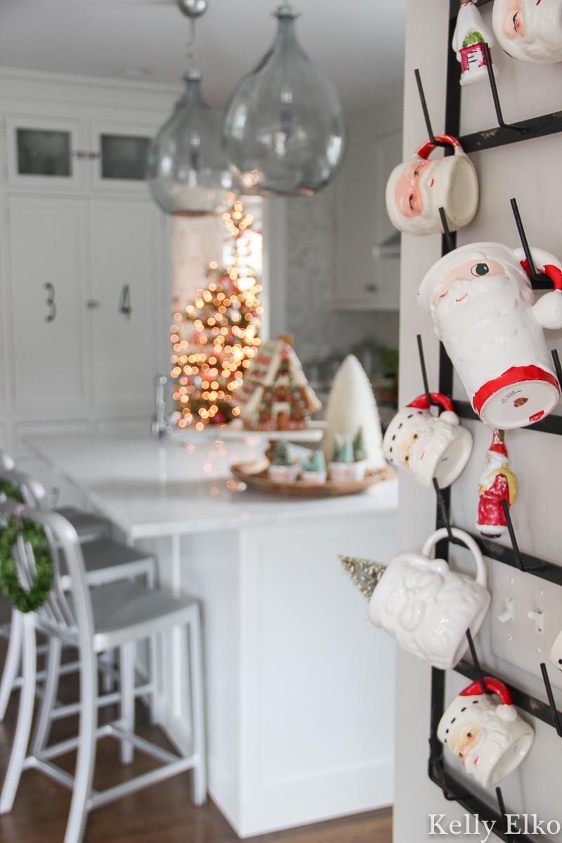 Vintage Santa mug display kellyelko.com #santa #santamug #holthoward #christmaskitchen #vintagechristmas #retrochristmas #vintagesanta