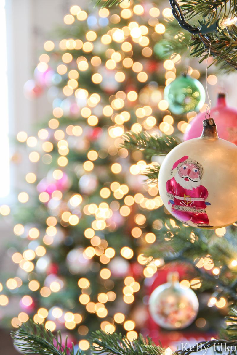 Love this vintage Santa Shiny Brite ornament kellyelko.com #bokah #christmastree #shinybrite #vintageornament #vintagechristmasornament #santa #santadecor #santaornament