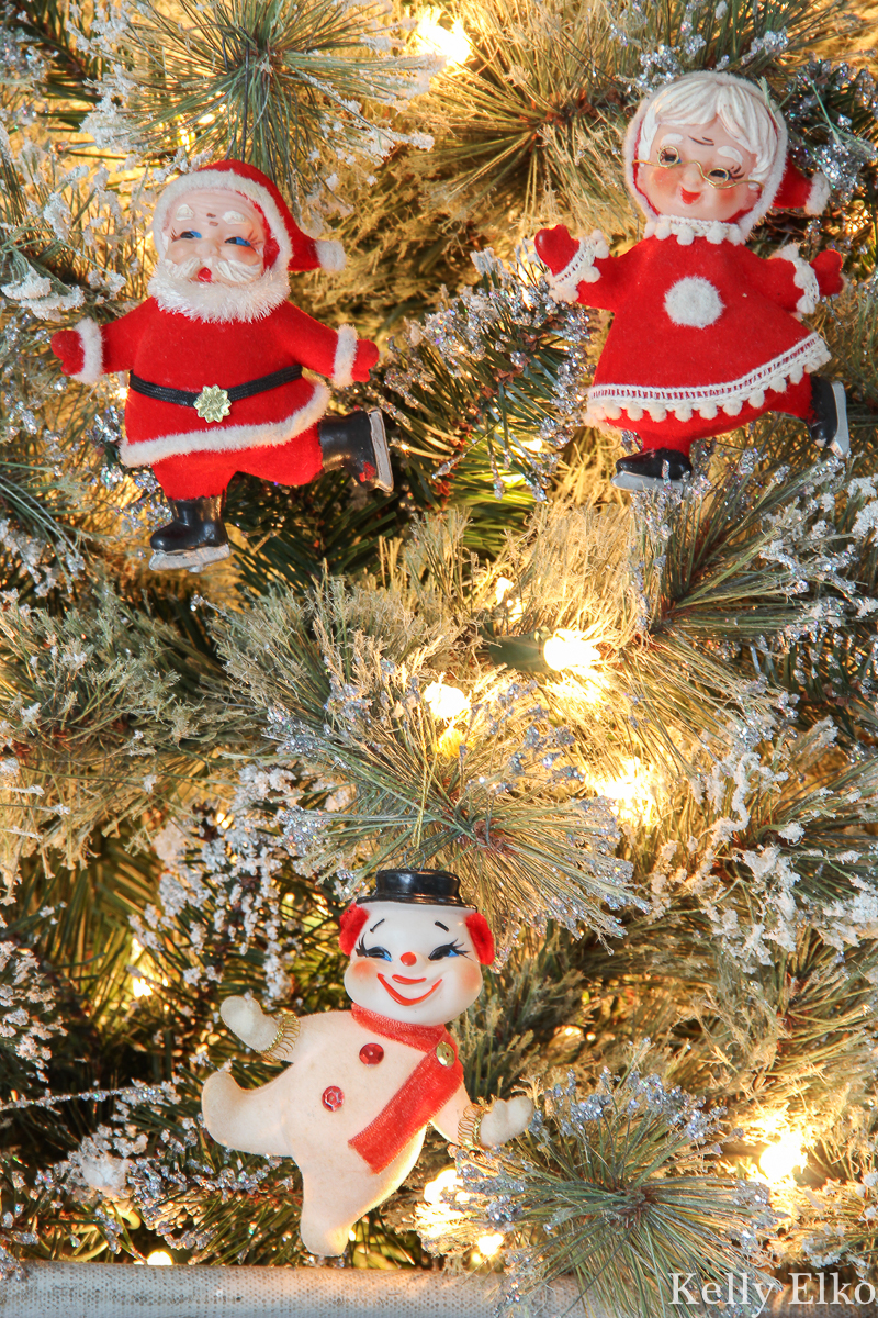 Adorable flocked velvet Santa, Mrs. Claus and Frosty ornaments kellyelko.com #christmas #vintagechristmas #retrochristmas #vintagesanta #vintageornaments