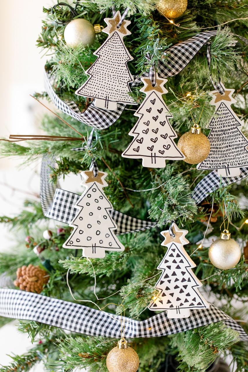 How cute are these DIY farmhouse ornaments
