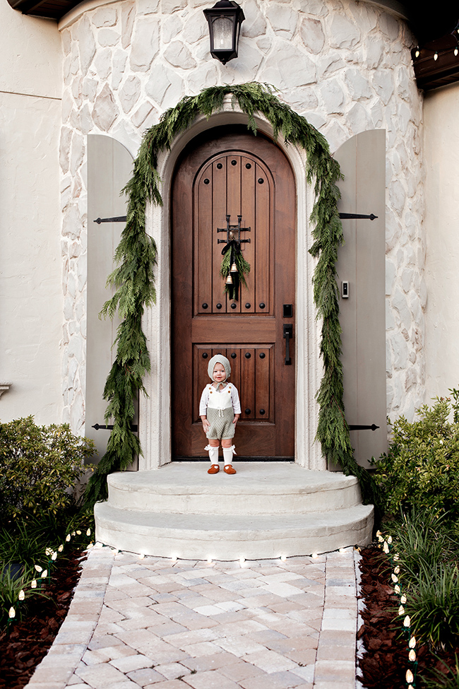 A beautiful arched door doesn't need much for Christmas #christmas #christmasporch #christmasdecor #outdoorchristmasdecor #farmhousechristmas #christmasgarland #archeddoor