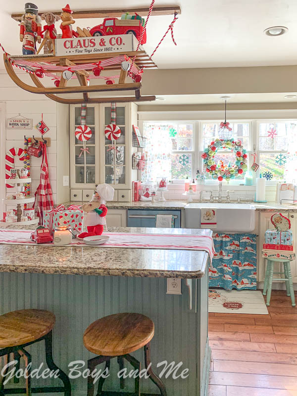 Colorful Christmas home tour #colorfulchristmas #christmaskitchen #christmasdecor