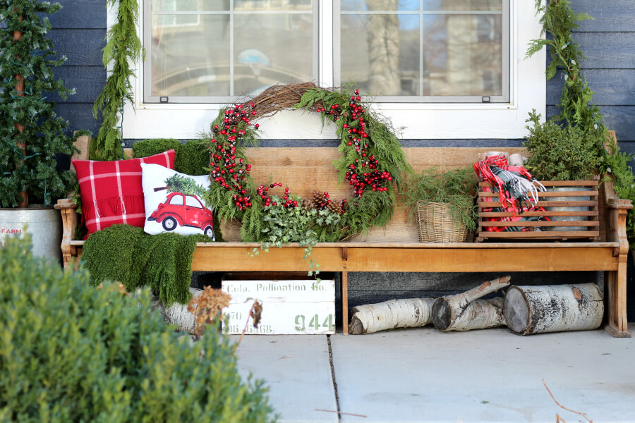 Love this old church pew on a front porch decked out for Christmas #christmas #christmasporch #vintagechristmas #farmhousechristmas #diywreath #christmaswreath