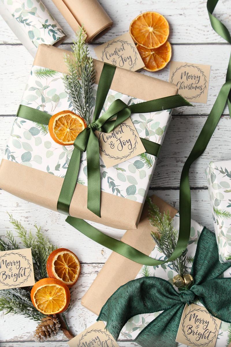 Orange slice gift toppers #oranges #orangeslices #christmaswrap #christmasdecor #diychristmas #farmhousechristmas