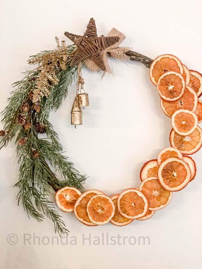DIY dried orange slice wreath #orange #orangeslices #citrusslices #diycrafts #diywreath #christmaswreath #farmhousechristmas #vintagechristmas