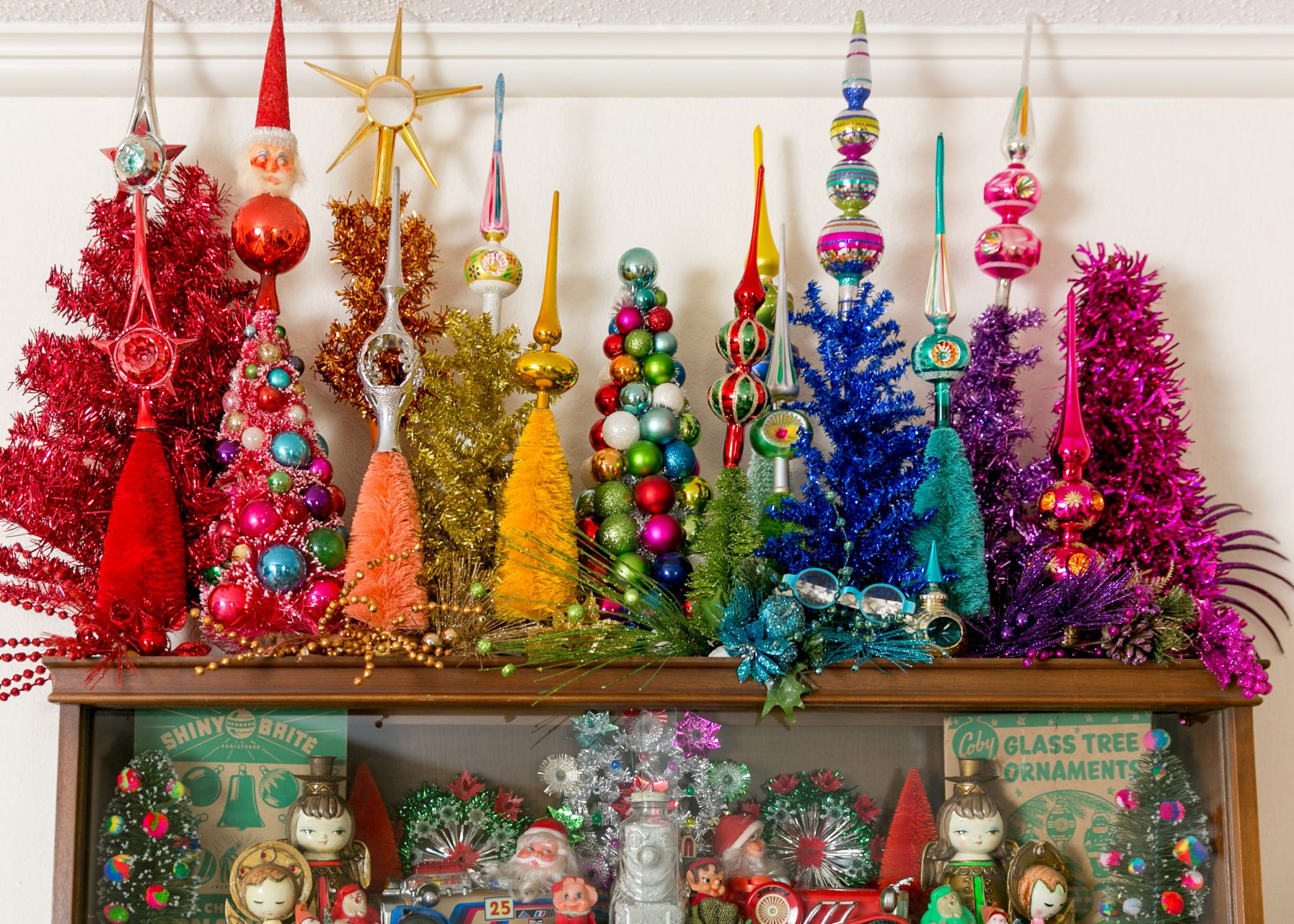 Love this colorful collection of vintage Christmas tree toppers #vintagechristmas #christmascollections #treetoppers #shinybrite #retrochristmas #colorfulchristmas