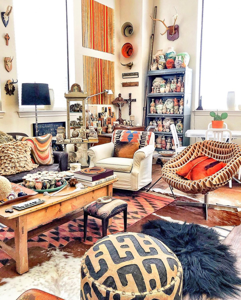 Tour this collectors home filled with really unique vintage displays kellyelko.com