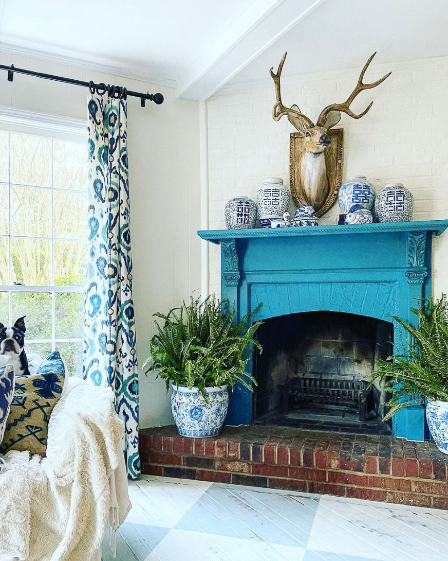 Love the vibrant blue paint on this mantel