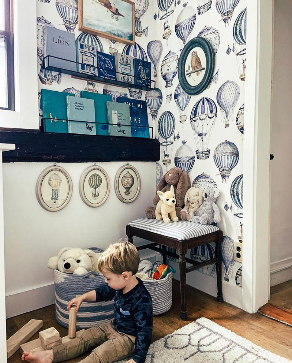Love the whimsical hot air balloon wallpaper in this cozy kids reading nook kellyelko.com