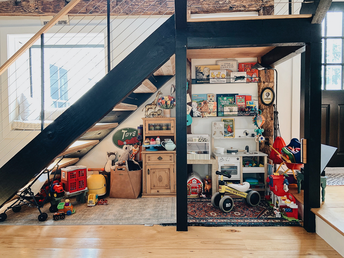 I love this little kids toy hideaway under the stairs in this modern farmhouse kellyelko.com