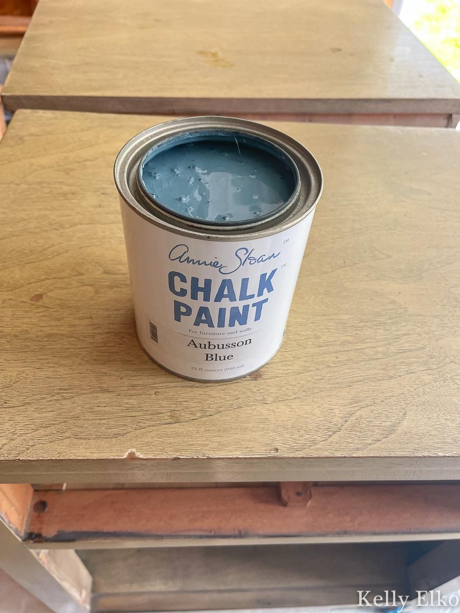 Love this blue shade of Annie Sloan chalk paint! kellyelko.com