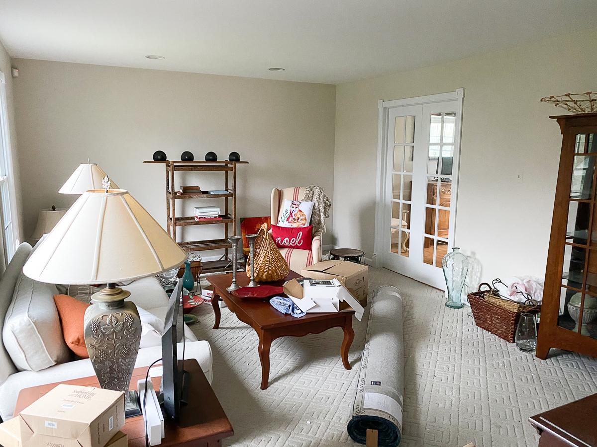 Home Staging - Before Living Room kellyelko.com