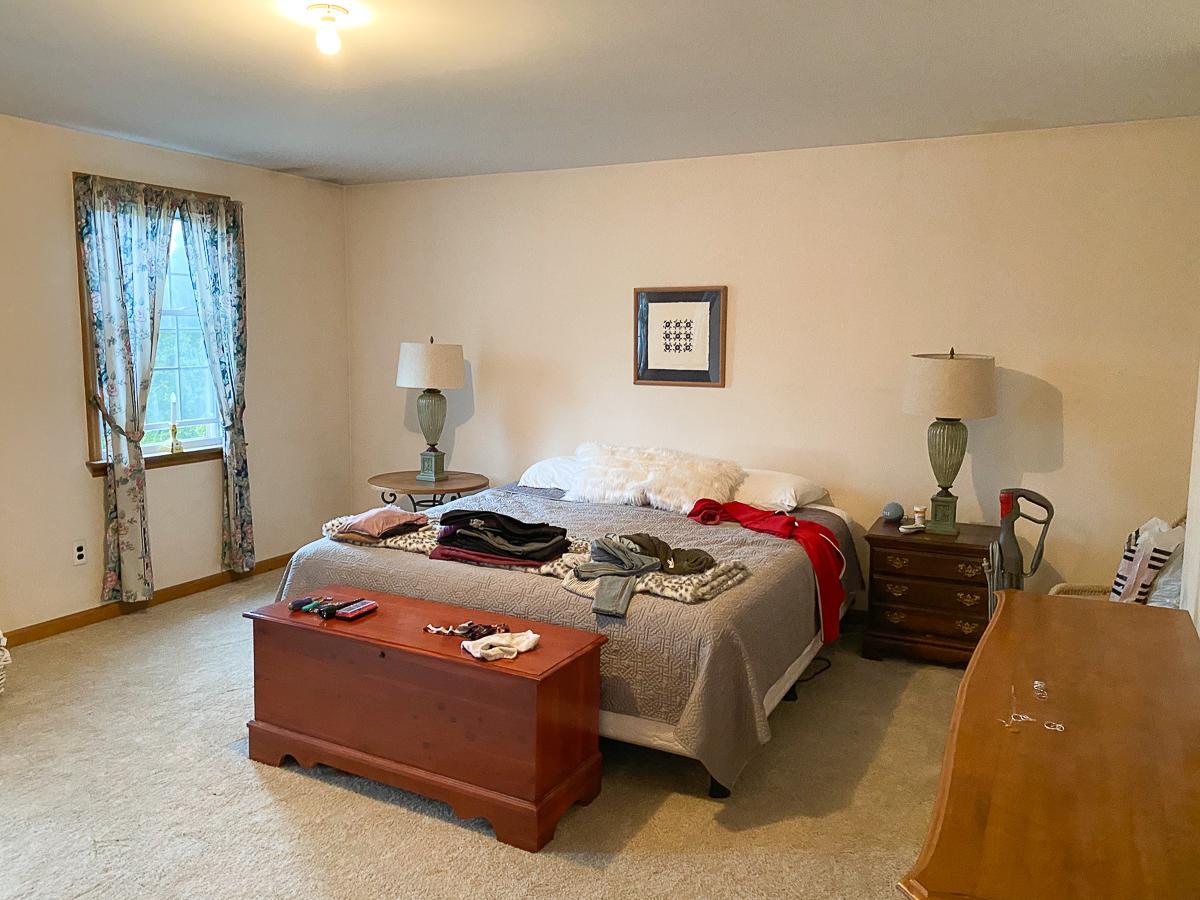 Home Staging Before Master Bedroom kellyelko.com