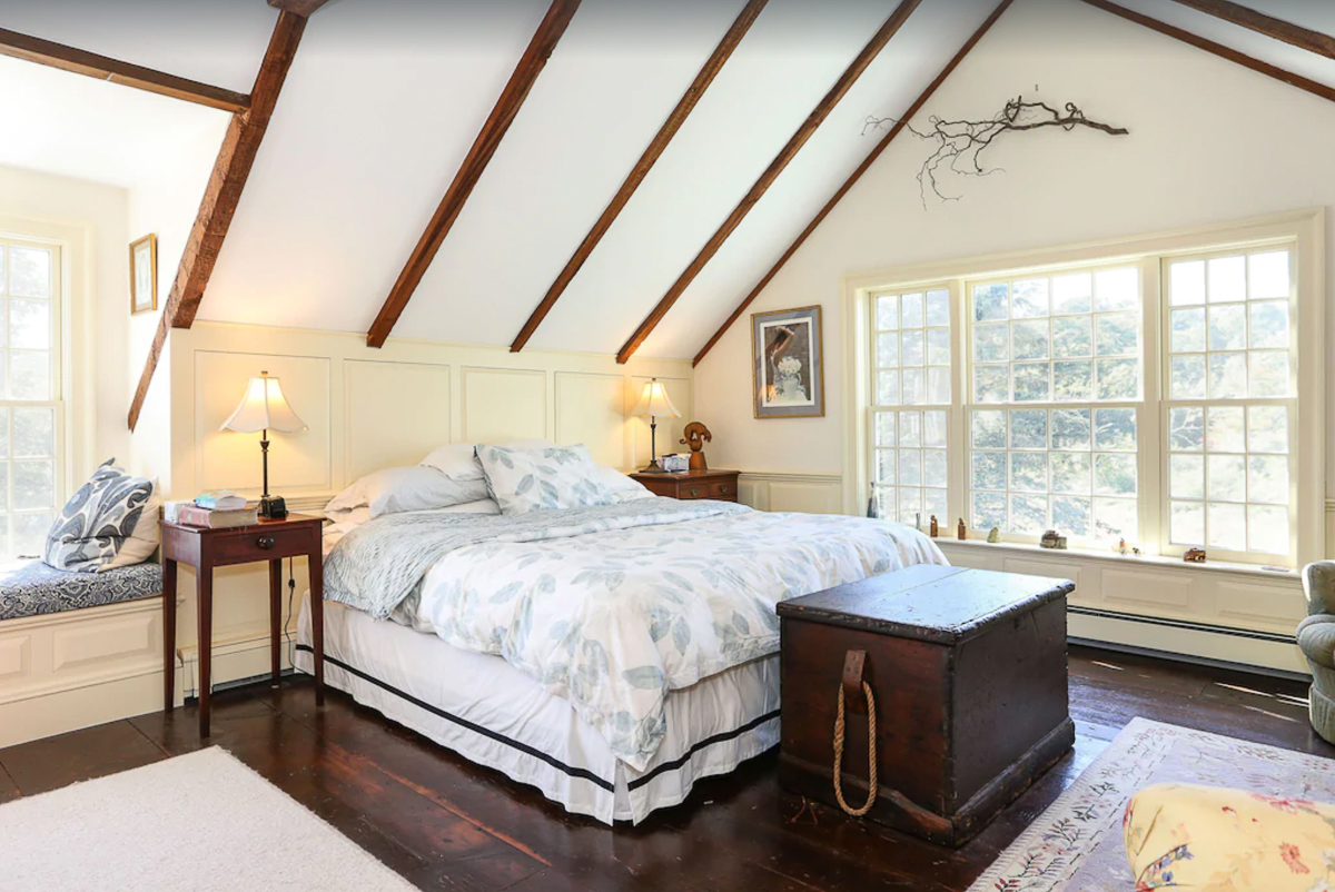 Love the high ceilings and exposed beams in this light and bright bedroom kellyelko.com