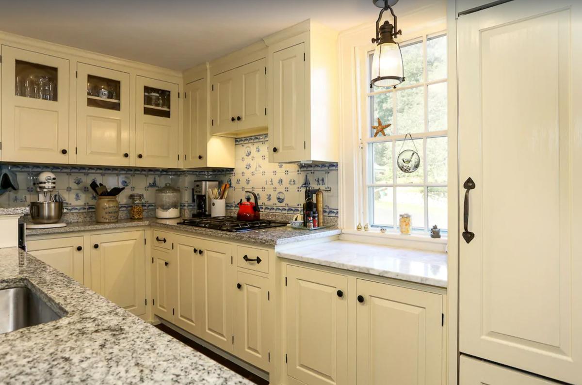 Small but efficient kitchen kellyelko.com