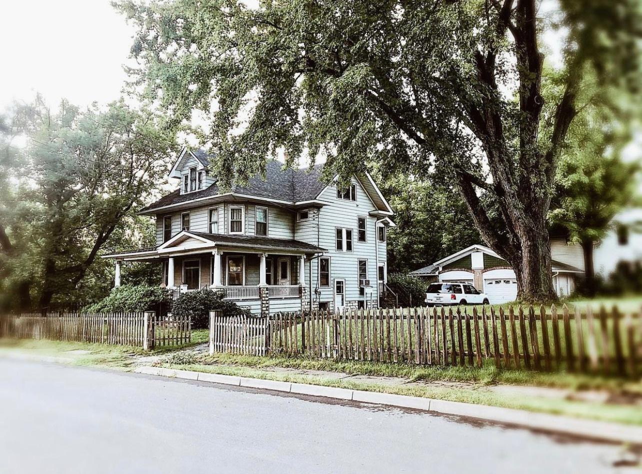 Tour this gorgeous 110 year old farmhouse kellyelko.com