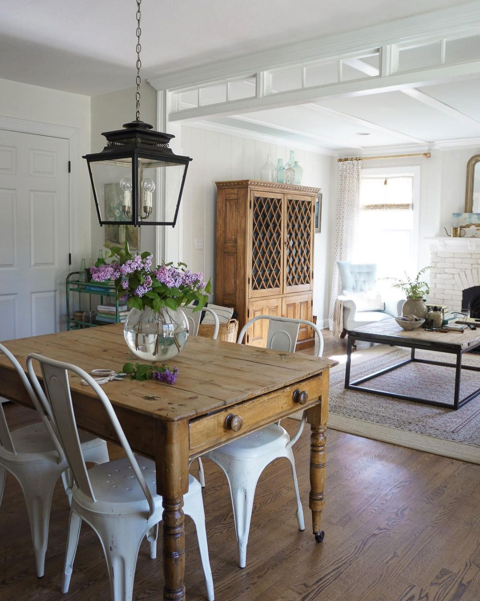 Eclectic Home Tour of Adored House - tour this stunning new build filled with lots of DIY ideas to turn it into a farmhouse kellyelko.com