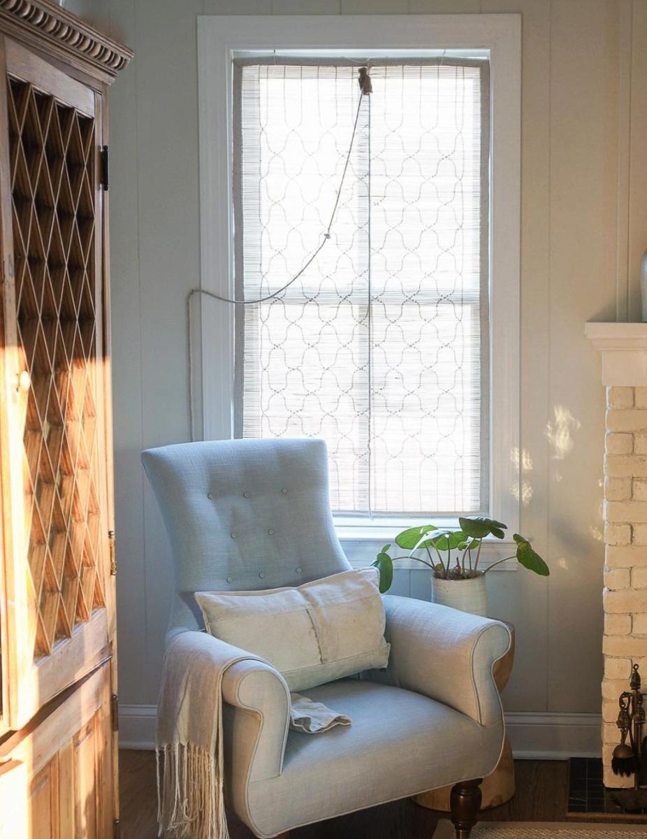 Love this neutral cozy corner in this stunning farmhouse kellyelko.com