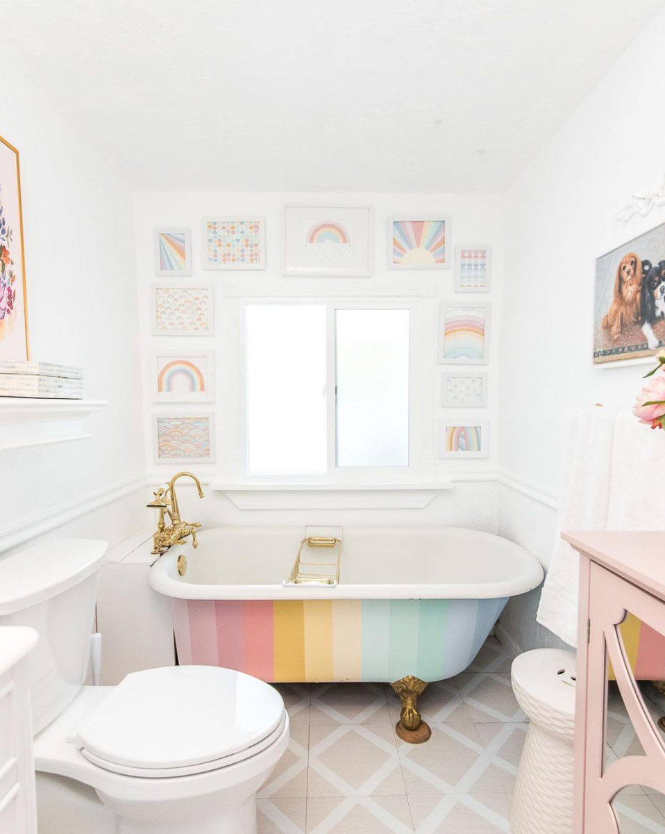 How to paint an antique clawfoot tub - with rainbow stripes! kellyelko.com