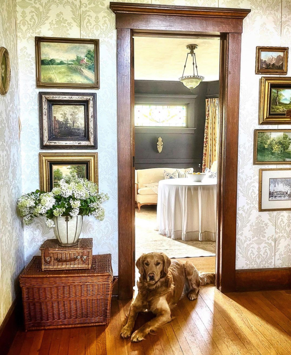 Love this grandmillennial home tour and the vintage landscape paintings kellyelko.com