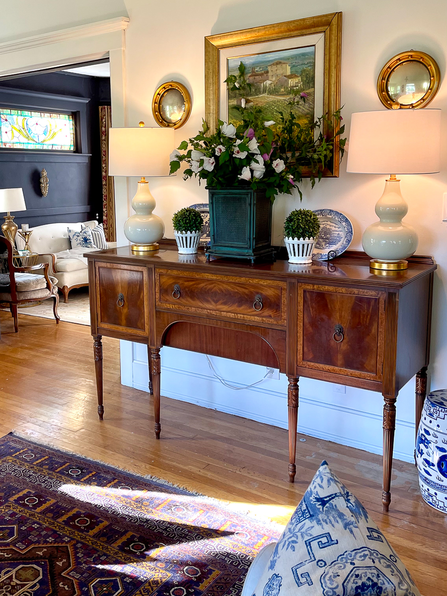 Grandillennial style at it's finest! Love the antique console and the vintage art kellyelko.com