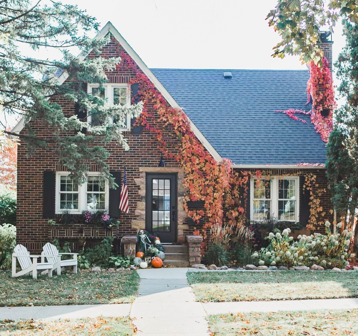 Don't miss this Eclectic Home Tour of Angela Fahl - this 1931 brick Tudor is a historic house lovers dream kellyelko.com