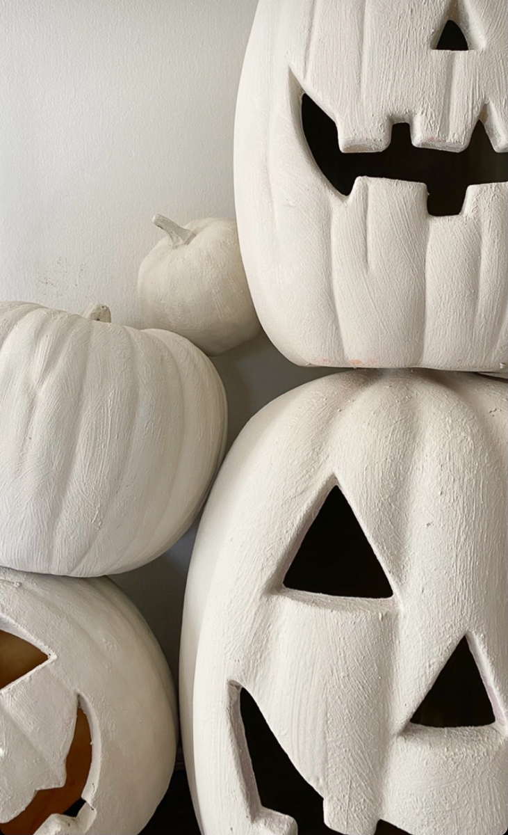 Add texture to anything including these plastic pumpkins with paint and baking powder kellyelko.com